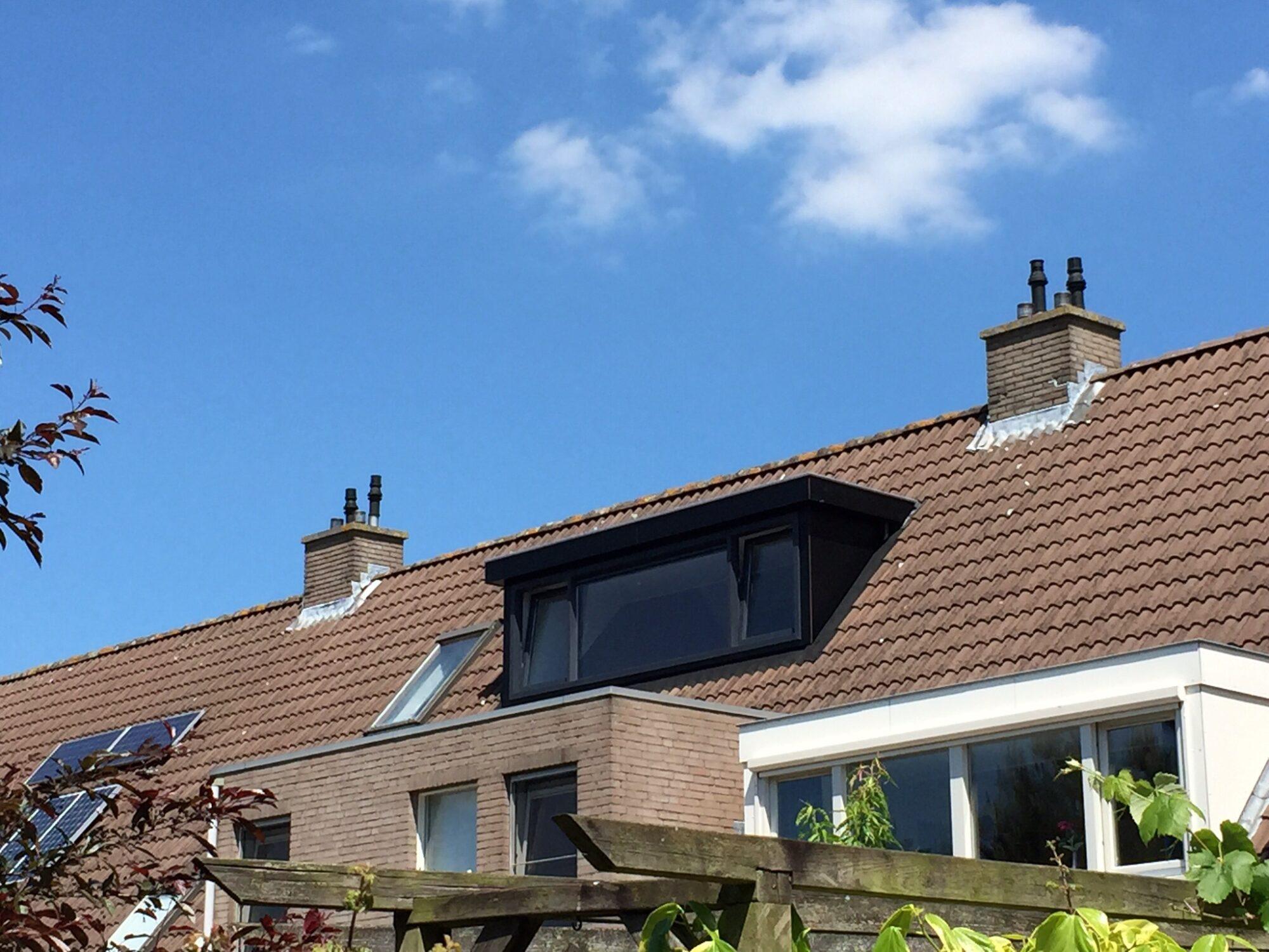 Verhoef-Dakramen-project-Twee zwarte dakkapellen Houten180945
