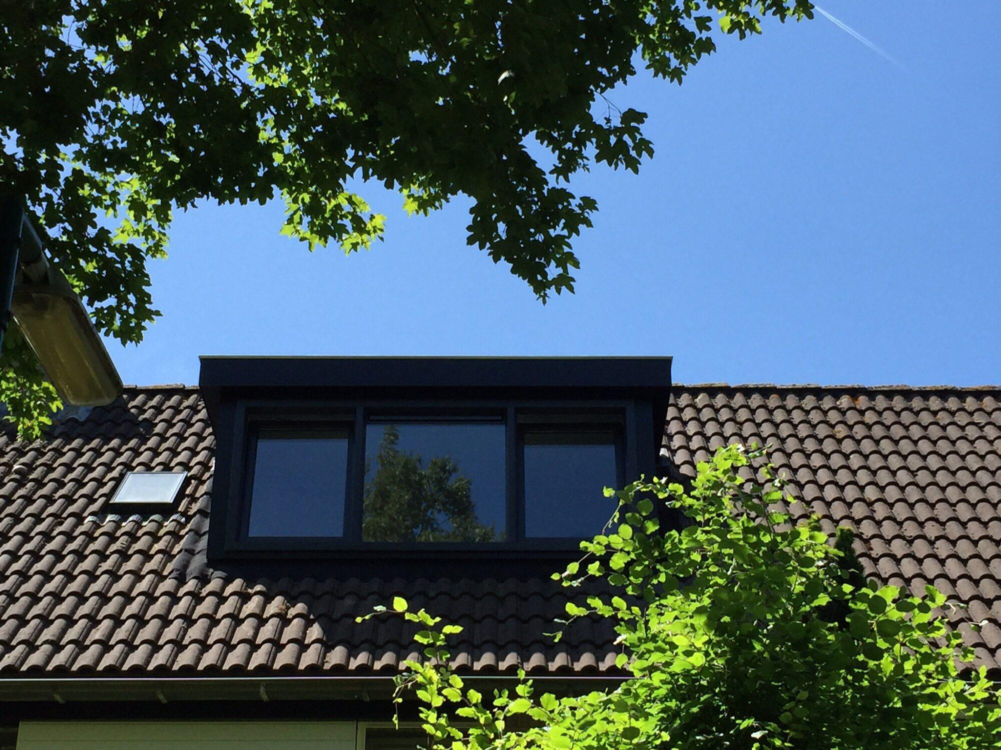 Verhoef-Dakramen-project-Twee zwarte dakkapellen Houten580060